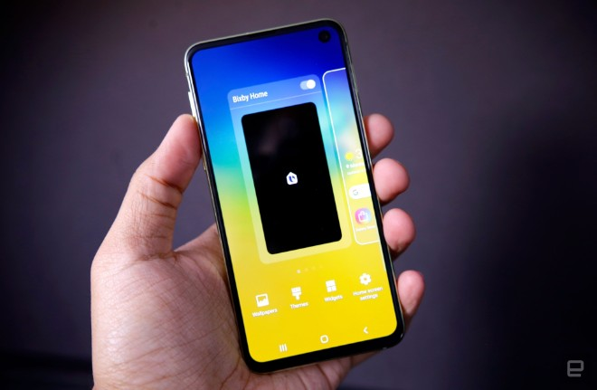 samsung galaxy s10e dep the nay, iphone xr con e dai hinh anh 2