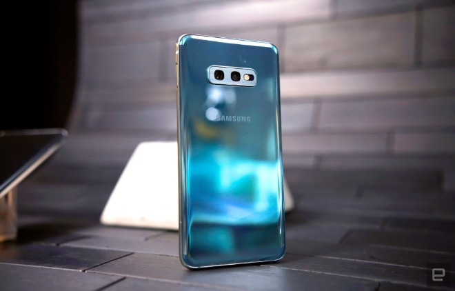samsung galaxy s10e dep the nay, iphone xr con e dai hinh anh 8