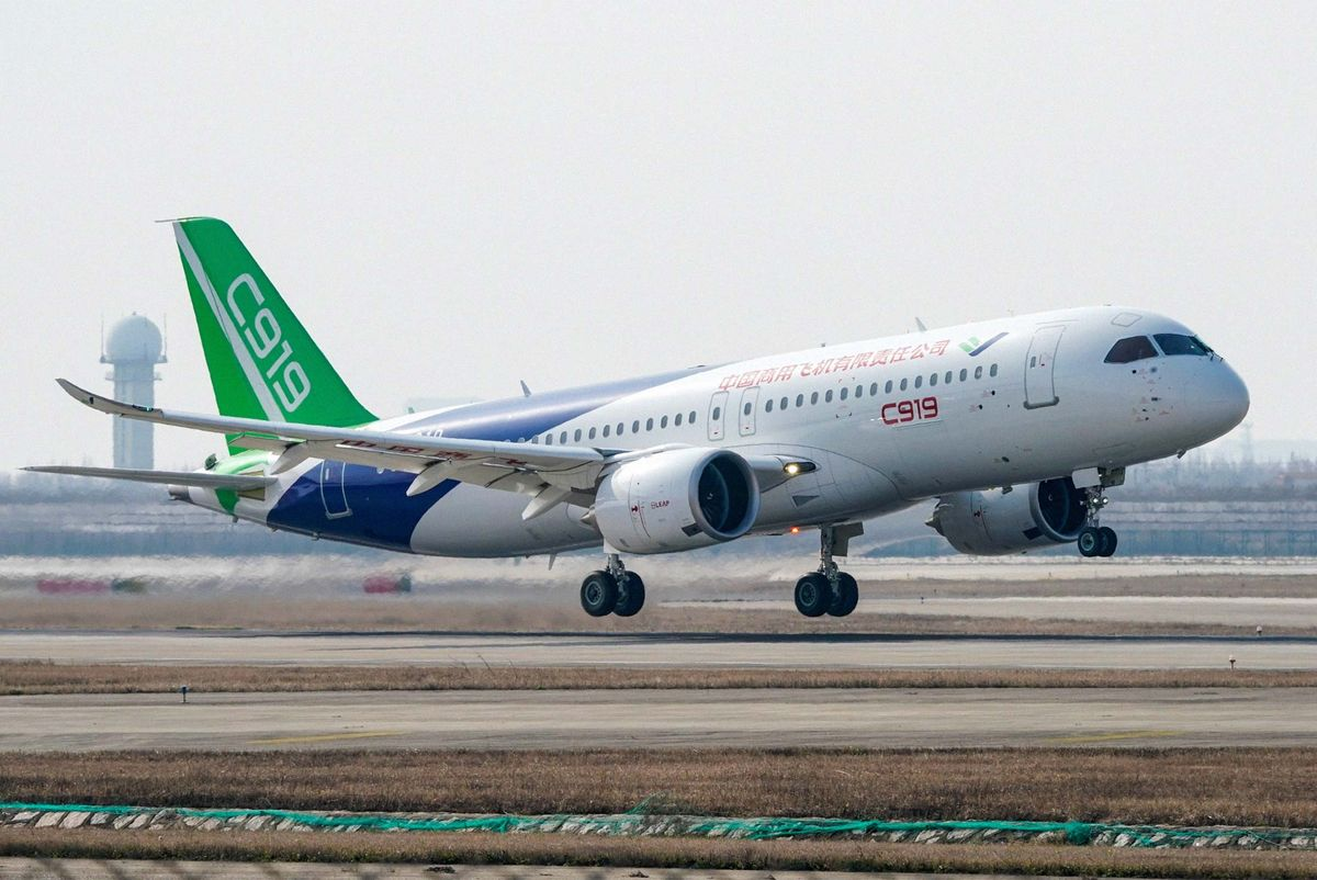 """bloomberg: tham hoa boeing 737 la co hoi co """"1-0-2"""" cho may bay """"made in china"""" hinh anh 1"""