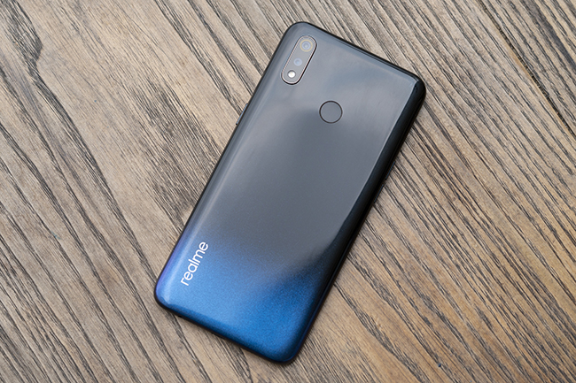 can canh chiec smartphone realme 3 voi man hinh giot suong hinh anh 2