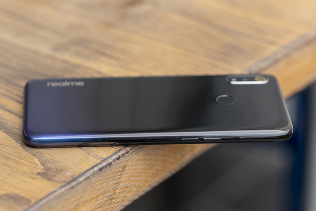can canh chiec smartphone realme 3 voi man hinh giot suong hinh anh 4