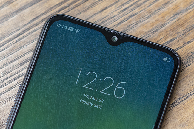 can canh chiec smartphone realme 3 voi man hinh giot suong hinh anh 8