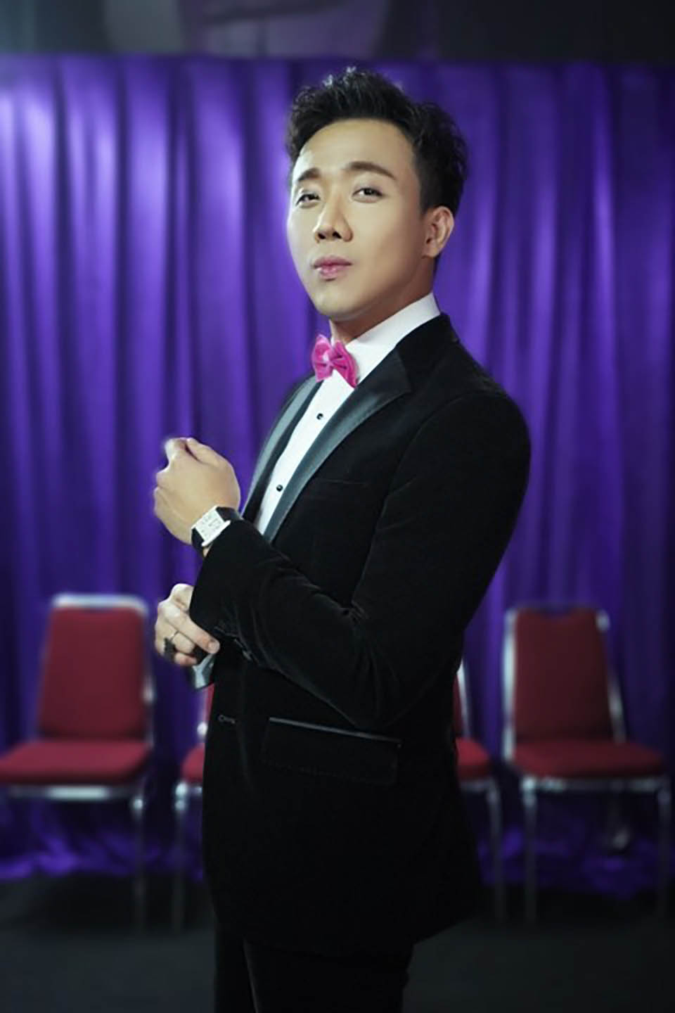 tran thanh dien vest 4.000 usd, deo dong ho 1,2 ty sang indonesia lam mc hinh anh 2
