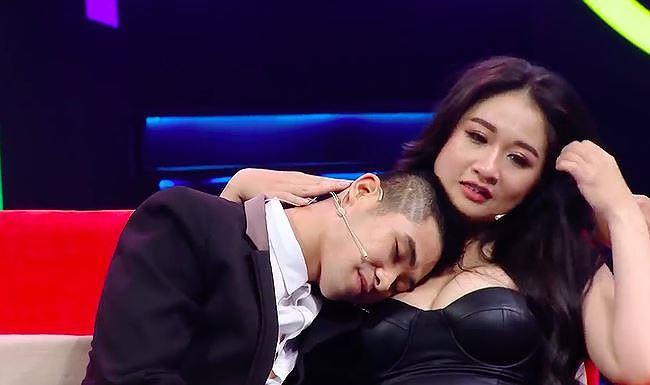 soc voi gameshow chieu canh phong the, dat cau hoi dung tuc phan cam hinh anh 3