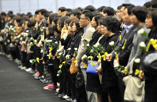 phat hien them 8 thi the trong chiec pha chim sewol hinh anh 1