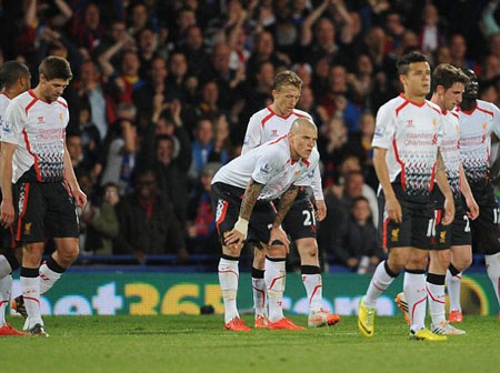 bi crystal palace cam hoa, liverpool vo mong vo dich hinh anh 1