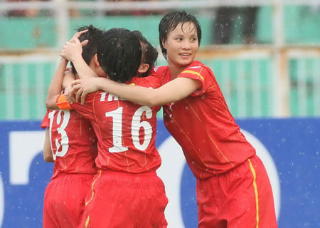 thanh huong lap cu dup, dtvn tiem can world cup hinh anh 1