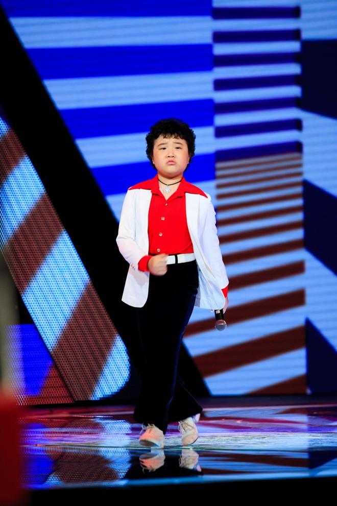 bat mi ve cau be toc xoan gay nao loan the voice kids hinh anh 3