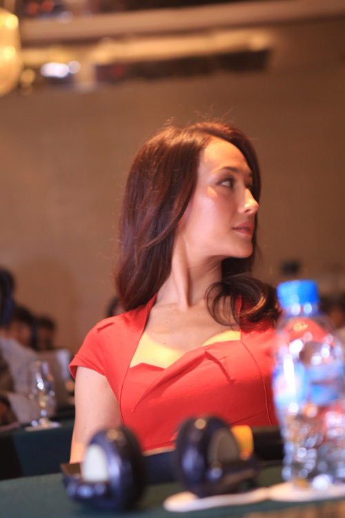 maggie q ngan le khi nghe thanh bui hat hinh anh 7