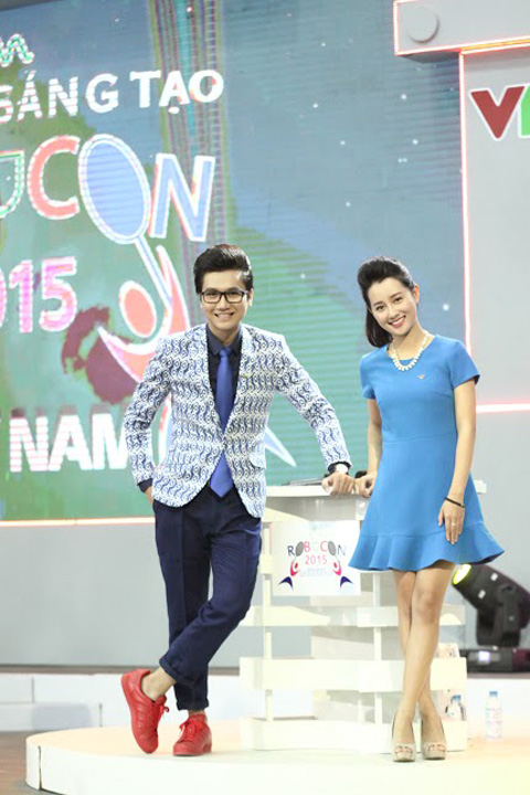 cong to, quynh chi nhi nhanh lam mc robocon vn 2015 hinh anh 2