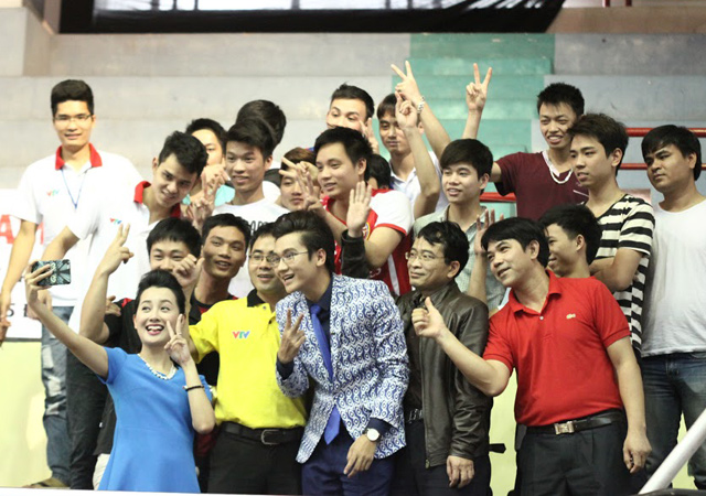cong to, quynh chi nhi nhanh lam mc robocon vn 2015 hinh anh 11