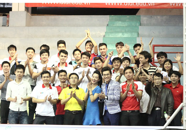 cong to, quynh chi nhi nhanh lam mc robocon vn 2015 hinh anh 12