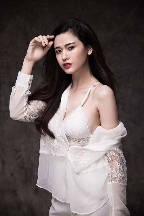"truong quynh anh khoe ve goi cam sau ""song gio"" hon nhan hinh anh 9"