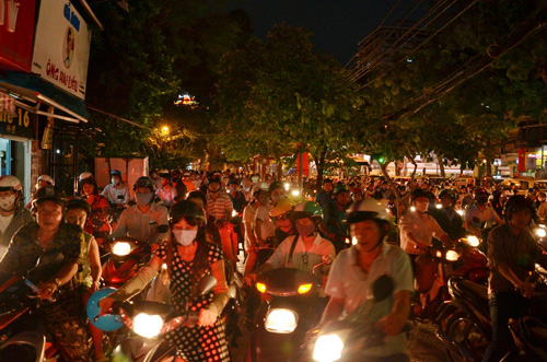 co lap hoan toan trung tam tp.hcm trong le mit-tinh 30.4 hinh anh 3