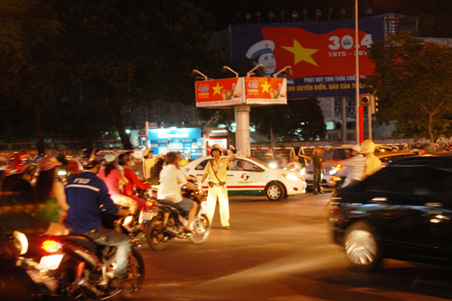 co lap hoan toan trung tam tp.hcm trong le mit-tinh 30.4 hinh anh 2