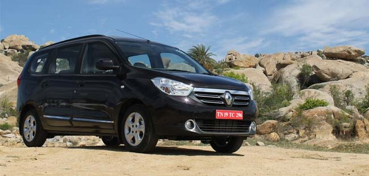 xe re renault lodgy co thang duoc toyota innova khong? hinh anh 2