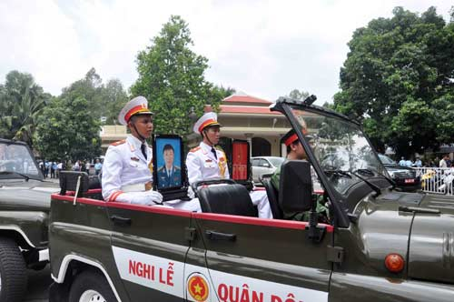 anh: xuc dong tien biet 2 phi cong su-22 ve noi yen nghi hinh anh 11