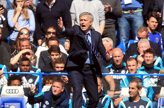 giup chelsea vo dich, mourinho duoc thuong lon hinh anh 1