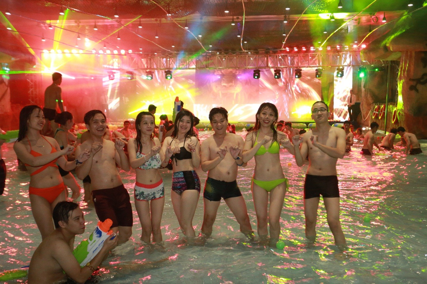 "ngoi sao the remix 2015 ""thuy chien"" tai vinpearliand water park hinh anh 1"