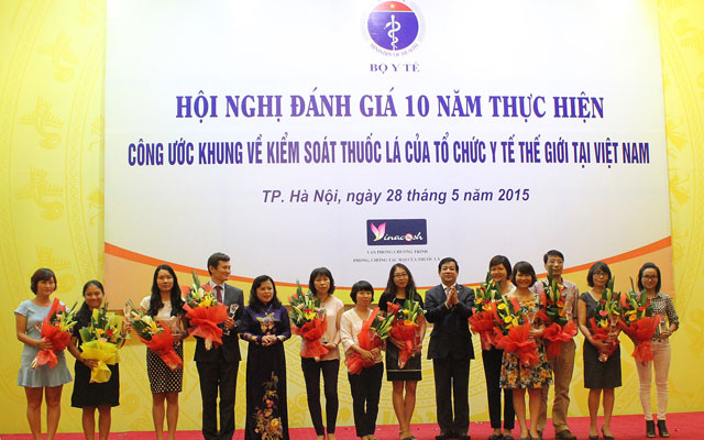 10 nam thuc hien cong uoc khung ve kiem soat thuoc la: so nguoi hut thuoc giam cham hinh anh 2