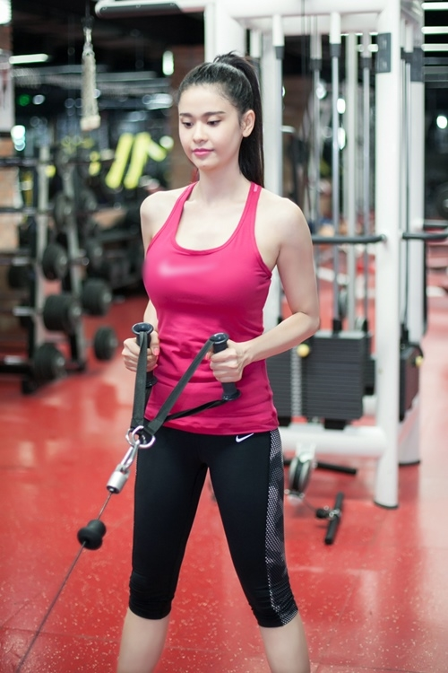 ngam truong quynh anh goi cam tap gym hinh anh 7