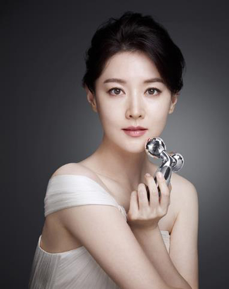 44 tuoi, lee young ae van tre trung nhu thieu nu hinh anh 9
