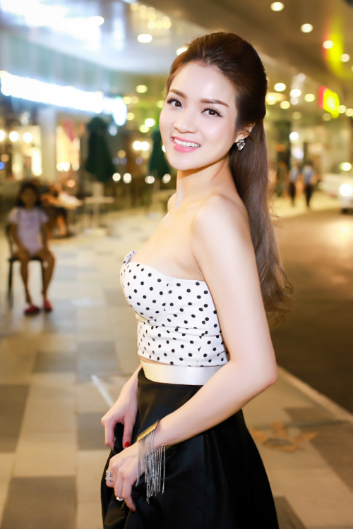 "thuy top khoe nguc day ben… ""khung long"" hinh anh 2"