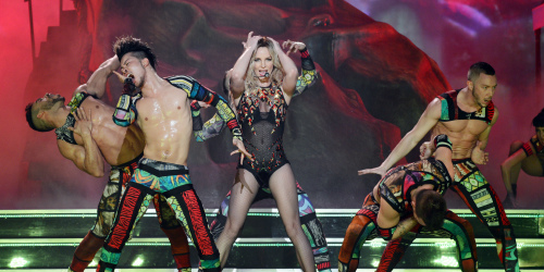 britney spears chi hon nua ti cho cho cung hinh anh 1