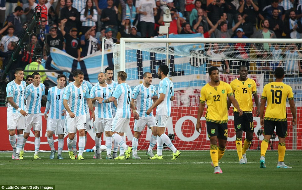 copa america 2015: messi tit ngoi trong ngay can moc 100 hinh anh 1