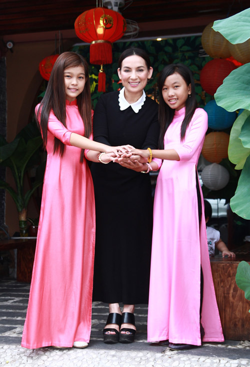 phi nhung nhan nuoi co be ngheo the voice kids hinh anh 2