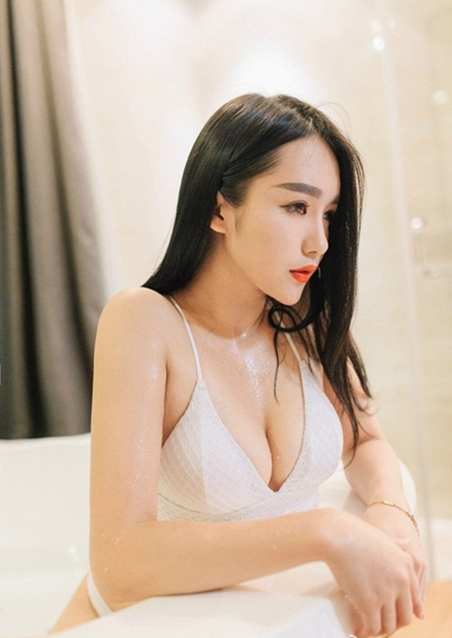 "hot girl chua day 18 tuoi khoe co the ""gay sot"" hinh anh 3"