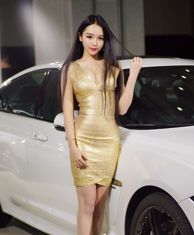 "hot girl chua day 18 tuoi khoe co the ""gay sot"" hinh anh 8"