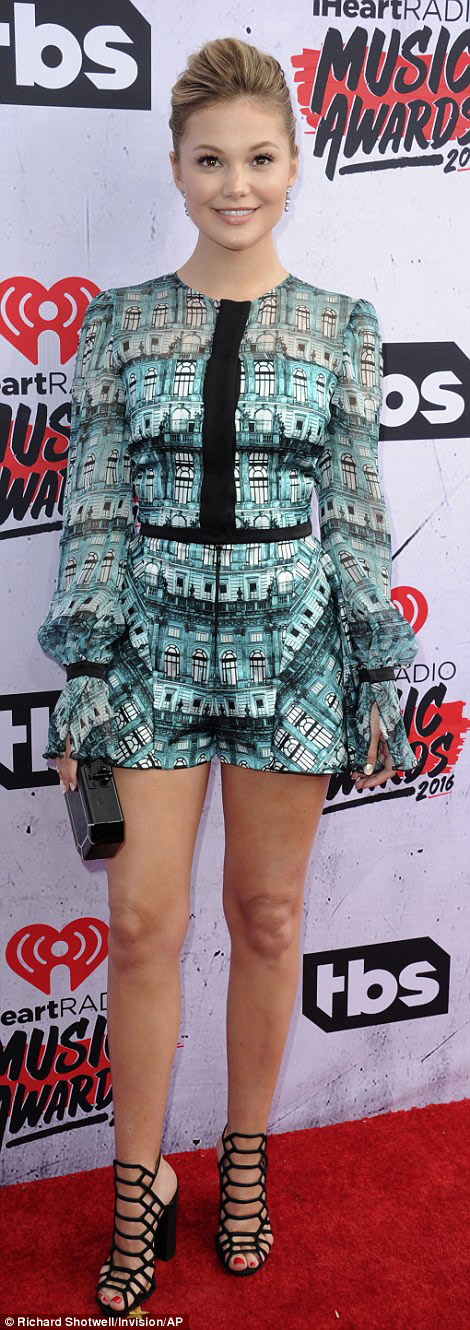 taylor swift mac dep nhat le trao giai iheartradio 2016 hinh anh 6