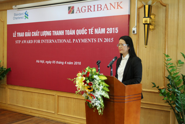 agribank nhan giai thuong chat luong thanh toan quoc te nam 2015tu standard chartered bank hinh anh 3