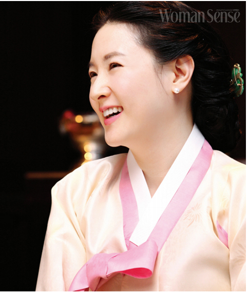 hau truong lee young ae am tham cuu song be nguoi viet hinh anh 2