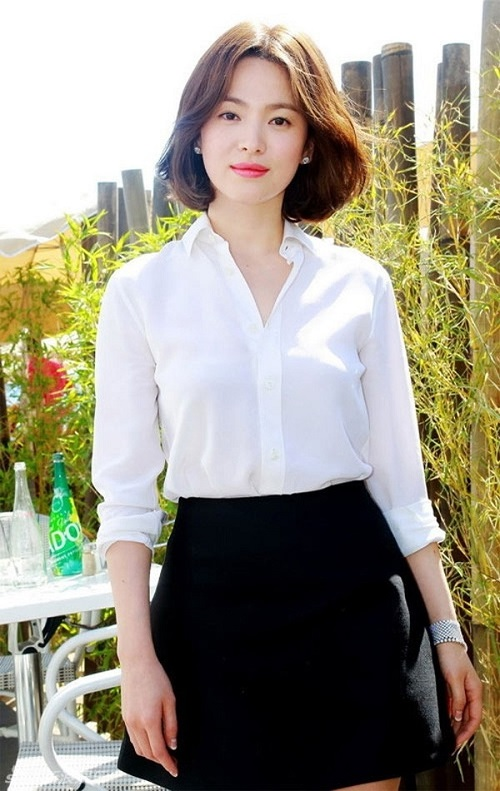 he nay chi can dien ao so mi xinh nhu song hye kyo hinh anh 2