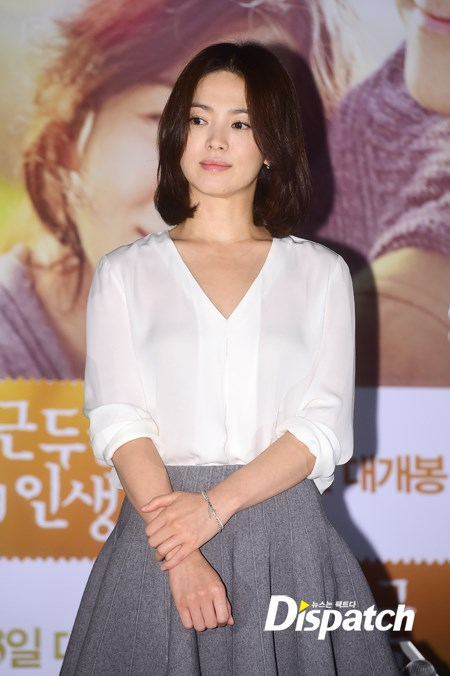 he nay chi can dien ao so mi xinh nhu song hye kyo hinh anh 4