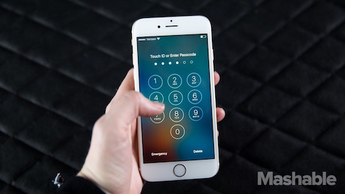 hau cuoc chien fbi va apple: moi iphone tai my se co backdoor? hinh anh 1