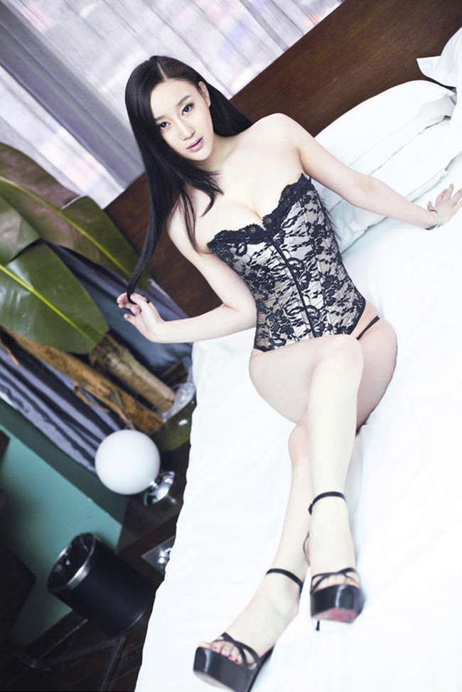 "hot girl nghe thuat dep ""kho cuong"" voi noi y hinh anh 9"