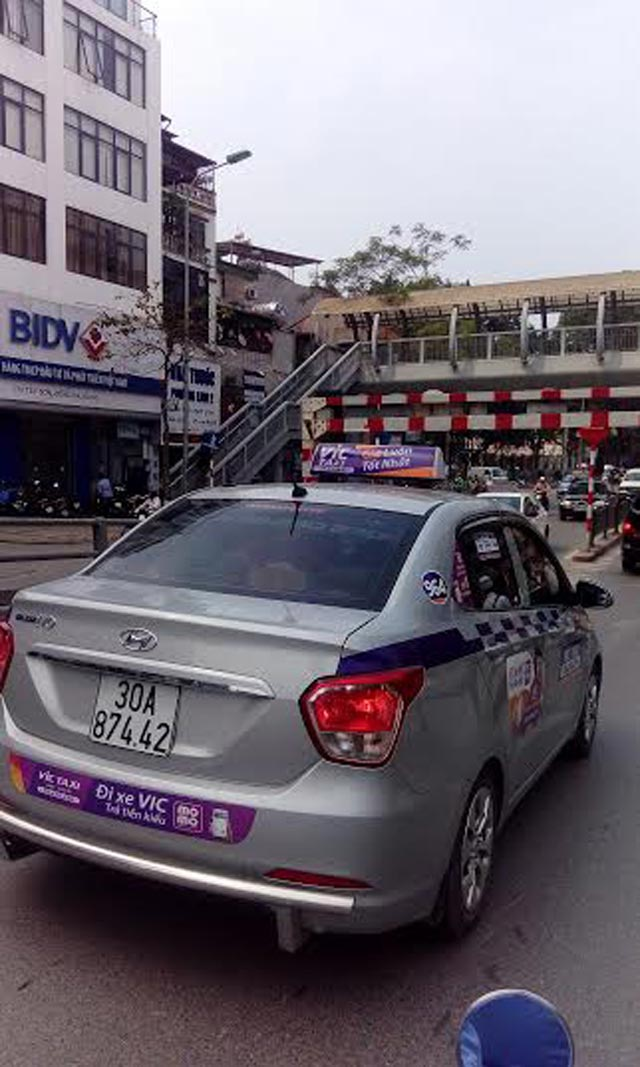taxi vic do bo quang cao pham luat hinh anh 1