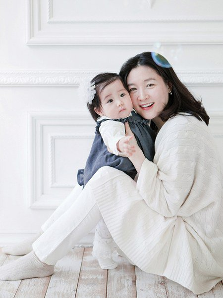 "fan ""phat sot"" voi loat anh cua 3 me con lee young ae hinh anh 15"