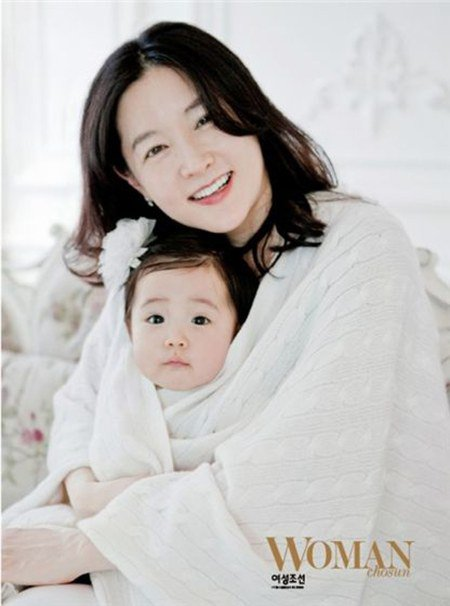 "fan ""phat sot"" voi loat anh cua 3 me con lee young ae hinh anh 16"
