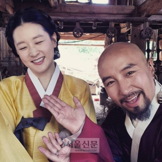 "fan ""phat sot"" voi loat anh cua 3 me con lee young ae hinh anh 10"