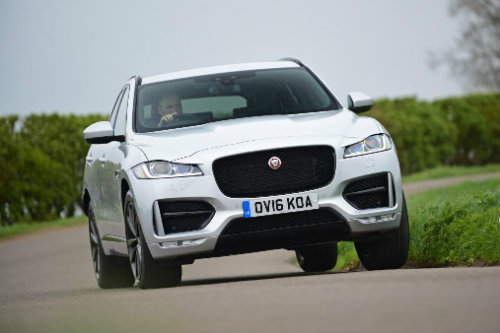 so ke jaguar f-pace, land rover discovery sport va bmw x3 hinh anh 4