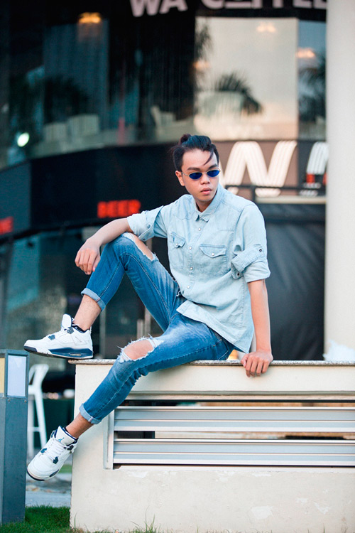 ban tre sai thanh dien jeans rach dong loat xuong pho hinh anh 3