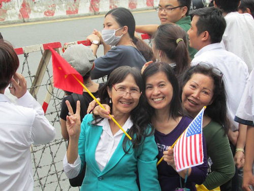 nguoi sai gon leo cay, treo cot dien don ong obama hinh anh 8
