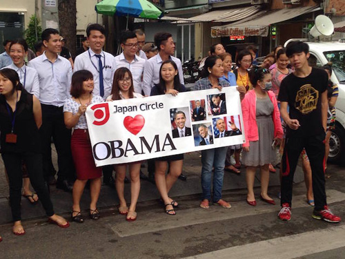 nguoi sai gon leo cay, treo cot dien don ong obama hinh anh 9
