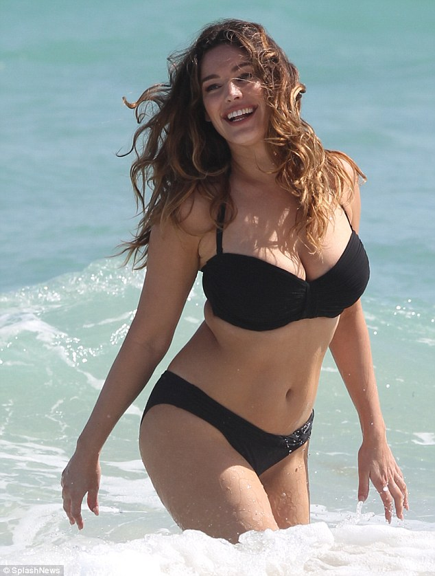 kelly brook dep hoan hao voi khuon nguc 99cm hinh anh 6