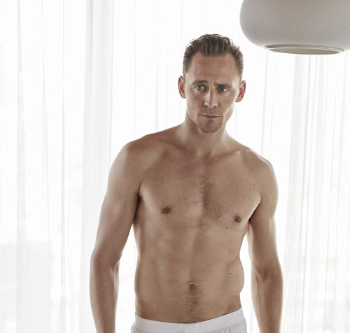 "tom hiddleston ""khoe than"", canh tranh vai james bond hinh anh 2"