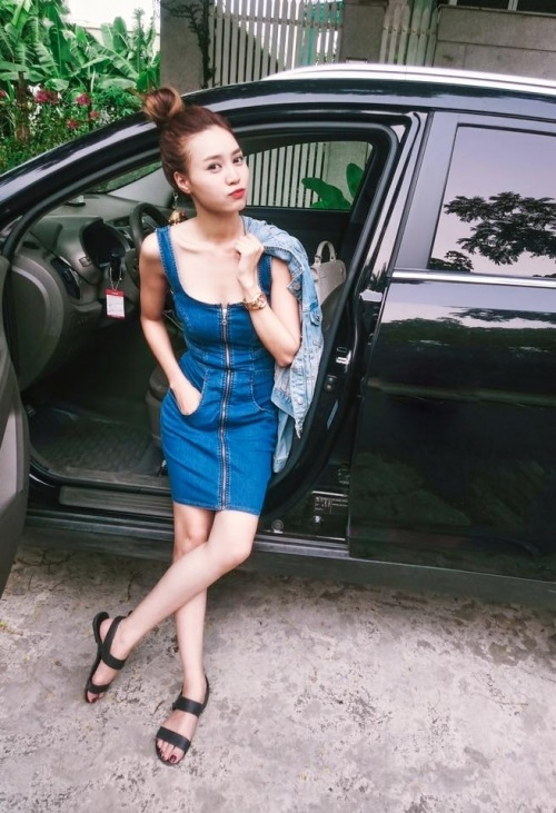 "chan khoet xe, ""cam"" lan ngoc sexy bui phui voi jean cuc chat hinh anh 12"